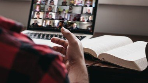 Digitaler Gesamtmitarbeitendenkonvent mit Schwerpunktthema