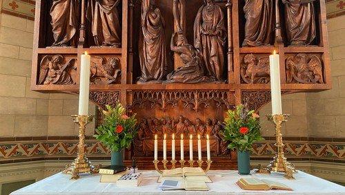 SE HER - Nyt program for søndagene i Hellig Kors Kirke