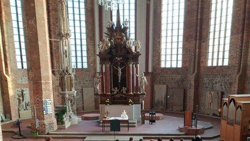 Da haben sich 12 Apostel aus Sieversdorf im Dom versteckt