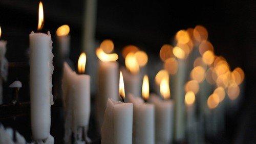 Sammle meine Tränen in deinem Krug – Besonderer Gottesdienst für Corona-Opfer