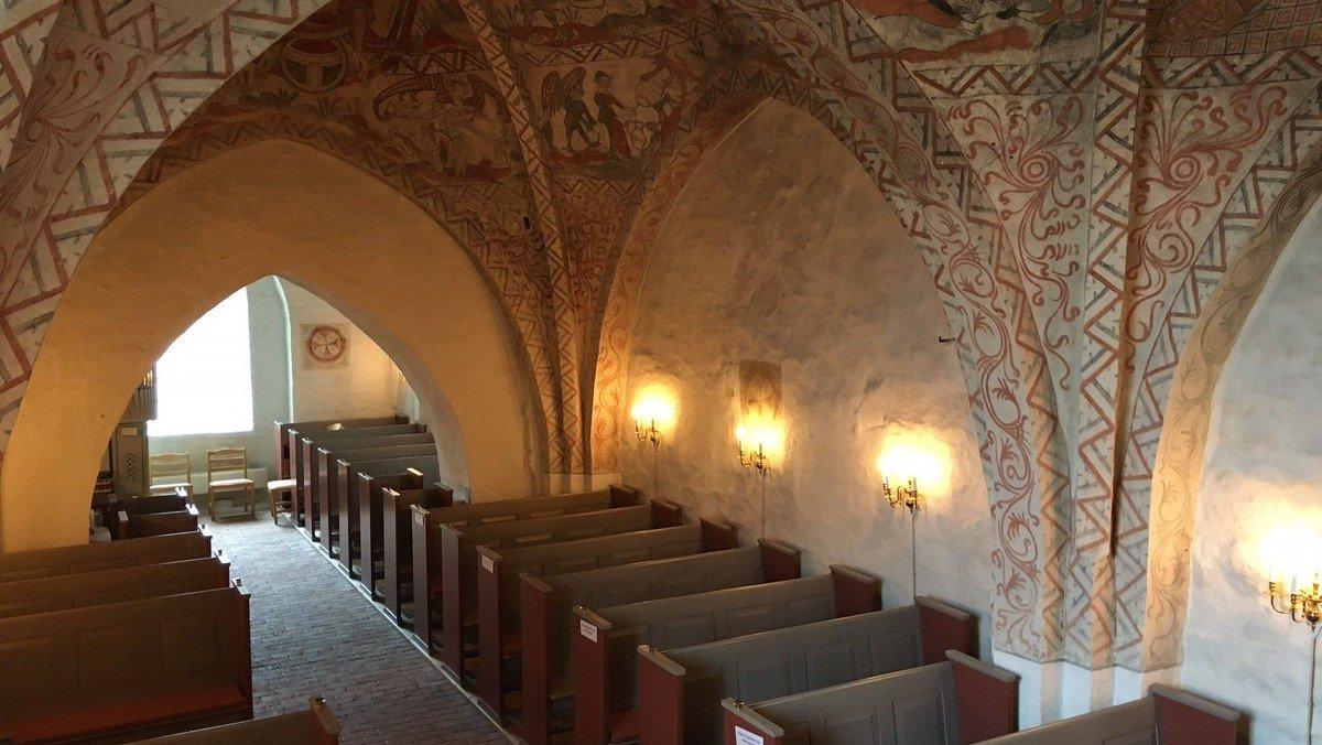 De nyeste opdateringer om coronarestriktioner i kirken