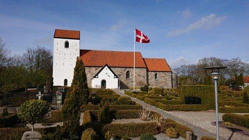 Nye retningslinjer betyder nye deltagerantal i Svenstrup kirke: