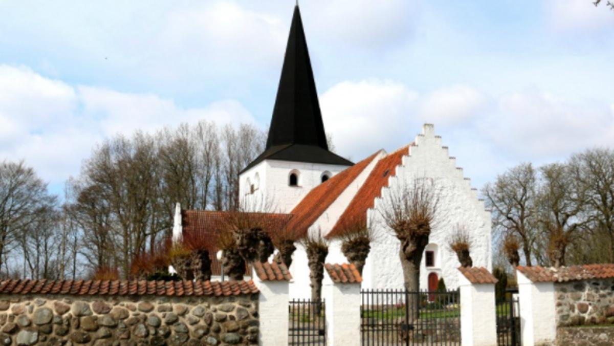 Kirkerne åbner mere op.