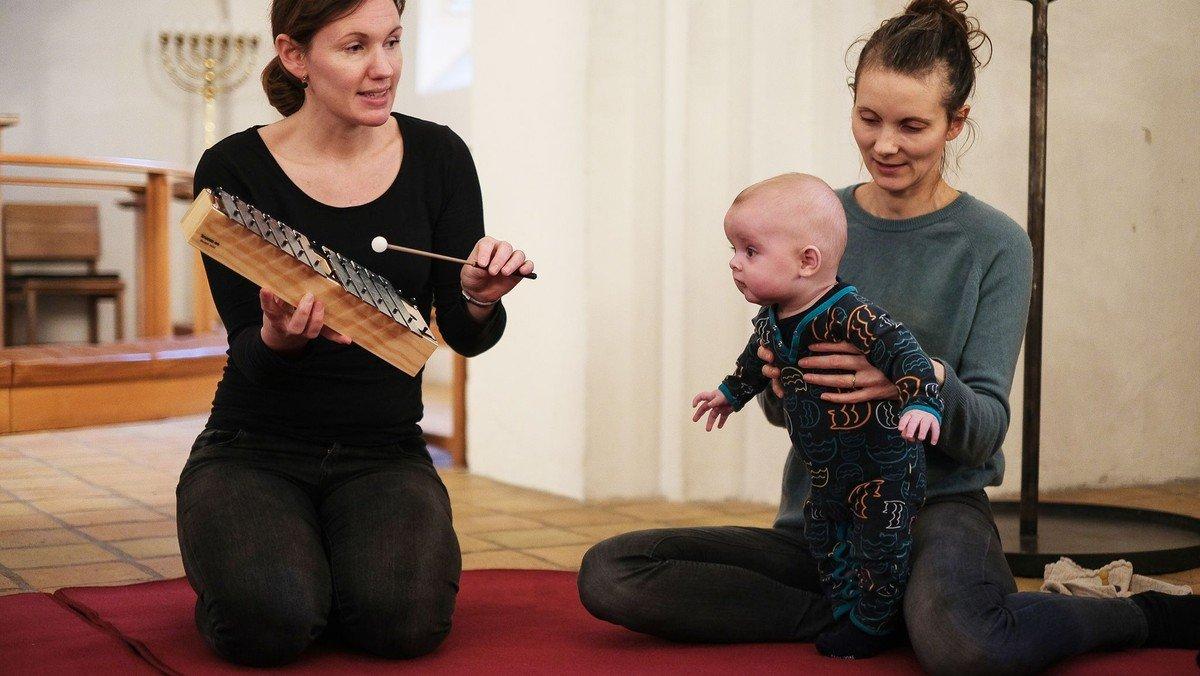 Mandag d. 3. maj starter nye babysalmesangshold i Brønshøj Kirke.