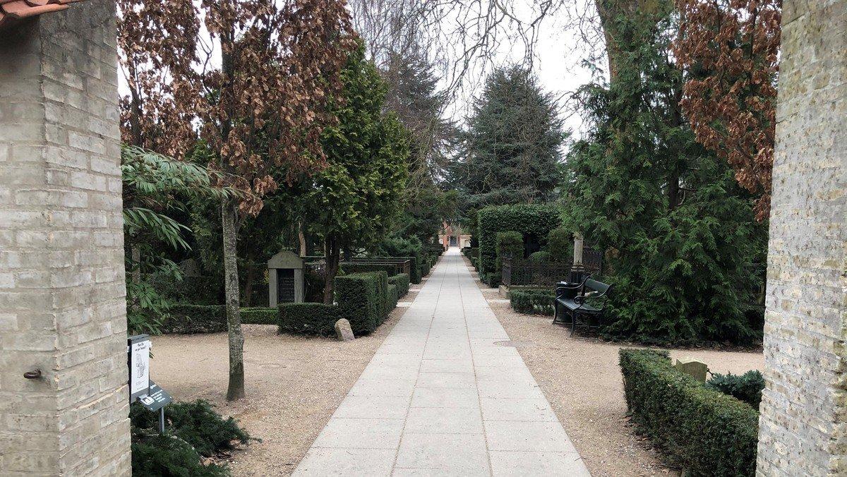 Refleksioner fra Frederiksberg Sogns Menighedsråd: Kirkegårde – hér og dér