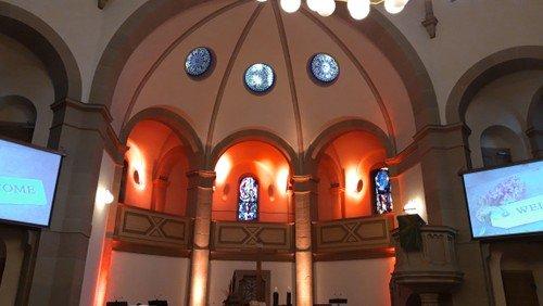 Sonntag um 10.30 Uhr:  Gottesdienst in der Kirche und online