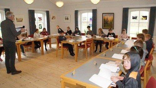 Påskeoptog af minikonfirmanderne i Skivholme Kirke