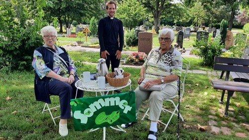 Sonntagscafé auf dem Neureuter Hauptfriedhof wird angenommen