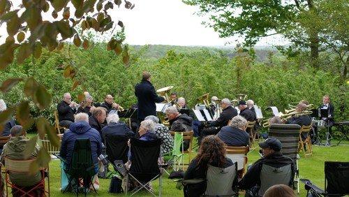 Billeder fra friluftsgudstjenesten med akkompagnement af Brass Band Da Capo