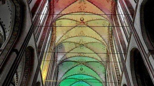 St. Marien: Regenbogenfarben als Zeichen für Toleranz