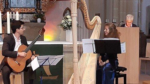 Gitarre und Harfe