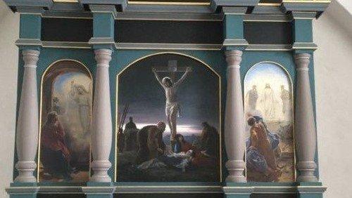 Restaureret altertavle i Gamborg kirke