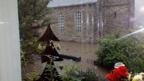 Auch die Kirche Unterburg  vom Jahrhunderthochwasser betroffen