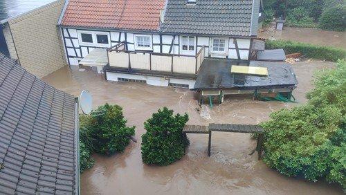 Spenden, praktische Hilfe und Klageraum für die Opfer des Jahrhunderthochwassers
