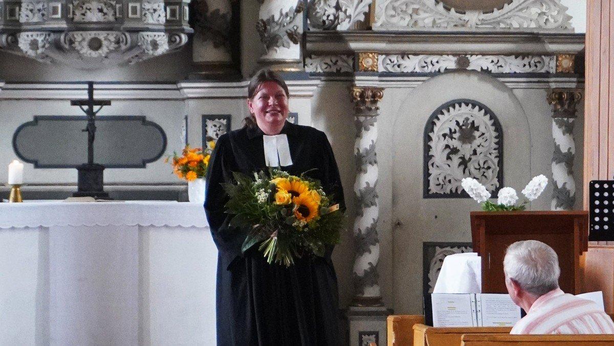 Schadeleben: Einführungsgottesdienst für Pfarrerin Johanna Bernstengel