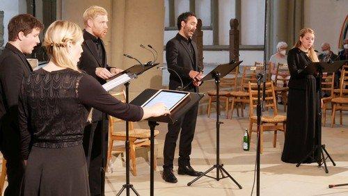 Harfe und Gesang in der 4. Sommervesper