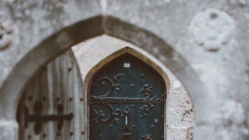 Gesucht für den Kalender 2022: Portraits und Geschichten rund um die Kirchentür