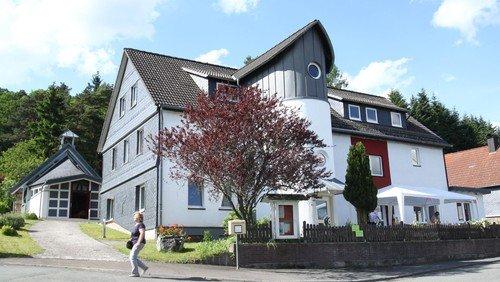 """Freie Plätze bei """"Lebenshaus""""-Angeboten: Wanderexerzitien, Aquarelle malen und über Barmherzigkeit arbeiten"""
