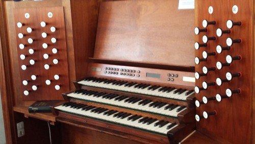 Vi søger ny organist!