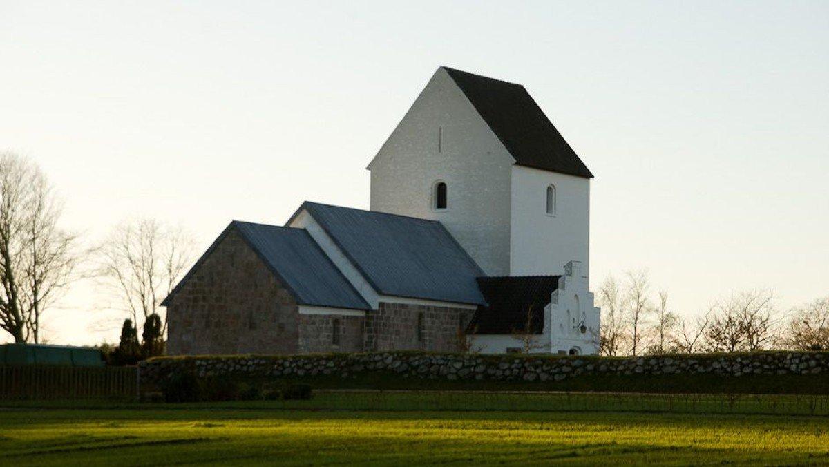 Vandring mellem Serritslev Kirke og Tolstrup Kirke