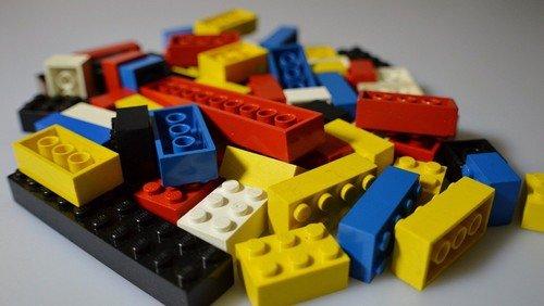 Legosteine und Playmobil für GeschichtenWerkstatt gesucht
