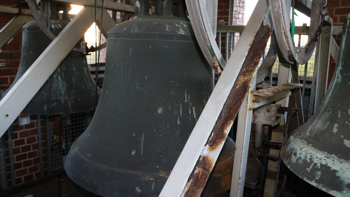 Der Glockenstuhl der St. Michaelskirche in Sülldorf wird erneuert