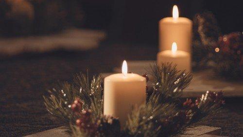 Jetzt anmelden: Adventskranzbasteln für Familien