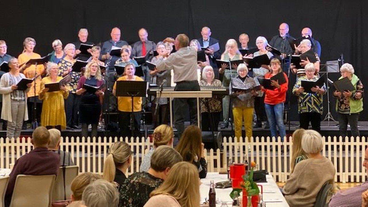 """""""Syng Dansk"""" i Als Hallen med Als-Øster Hurup kirkekor og Als Mandekor"""