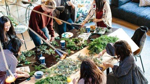 Wir binden Adventskränze - ein Mini-Workshop mit den Frohnauer Frauen