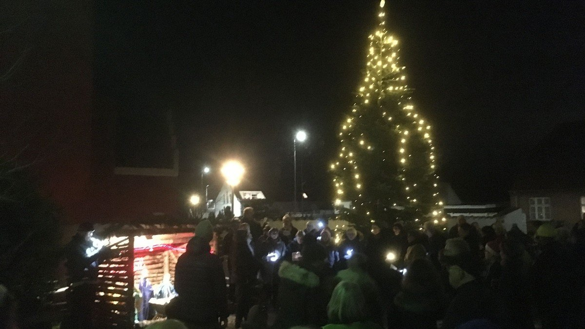 Juletræstænding på Udby Kirketorv