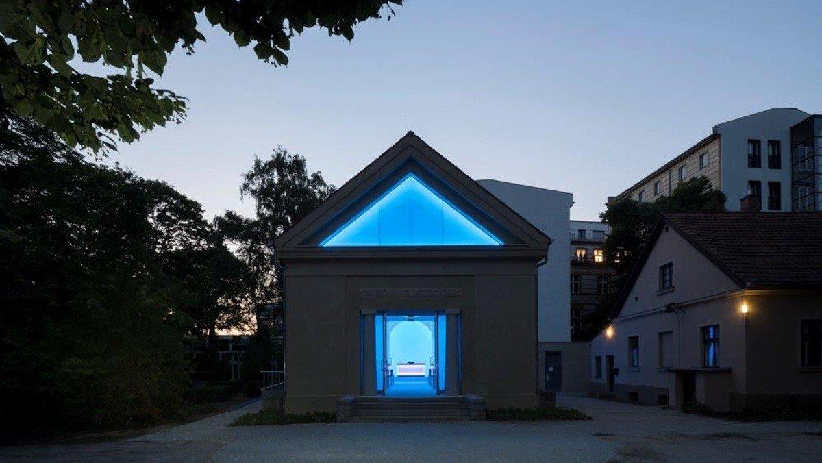 Stimmen der Toten im Lichtraum von James Turrell anlässlich des Todestages von Friedrich Kittler