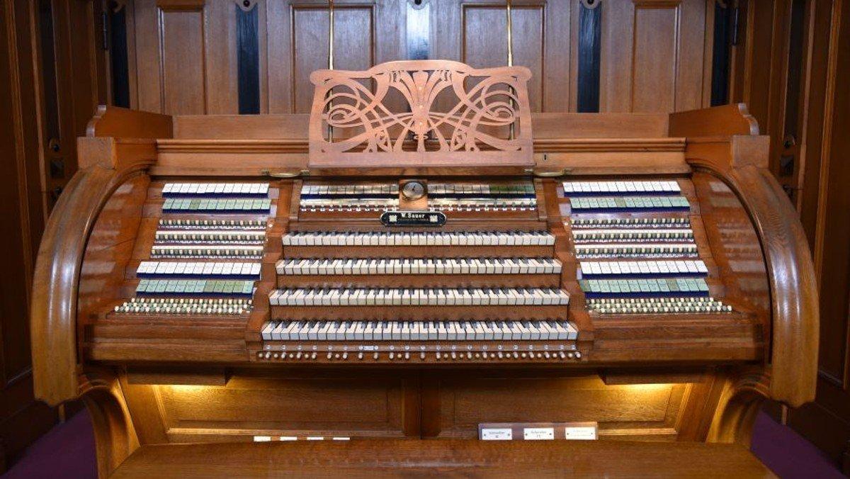 Exklusiv-Führung an der großen historischen Sauer-Orgel (1905) im Berliner Dom
