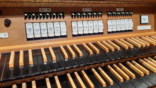 Alt-Schmargendorf: Eine halbe Stunde Orgelmusik während der Offenen Kirche