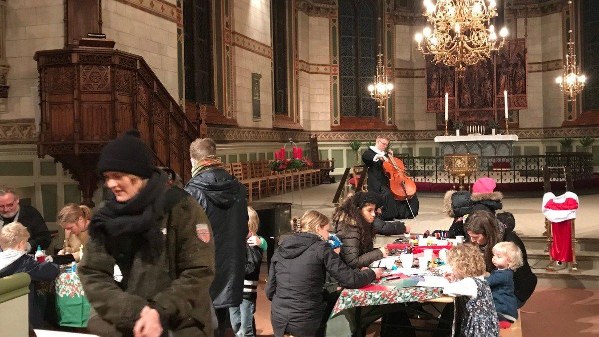 Julekalender - Julekortworkshop til toner fra præstens cello