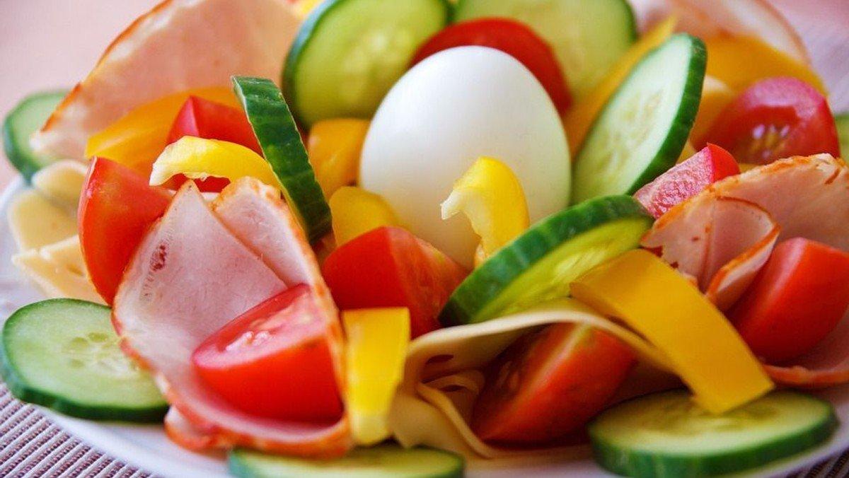 Vollwertfrühstück mit Informationen zur Gesundheit