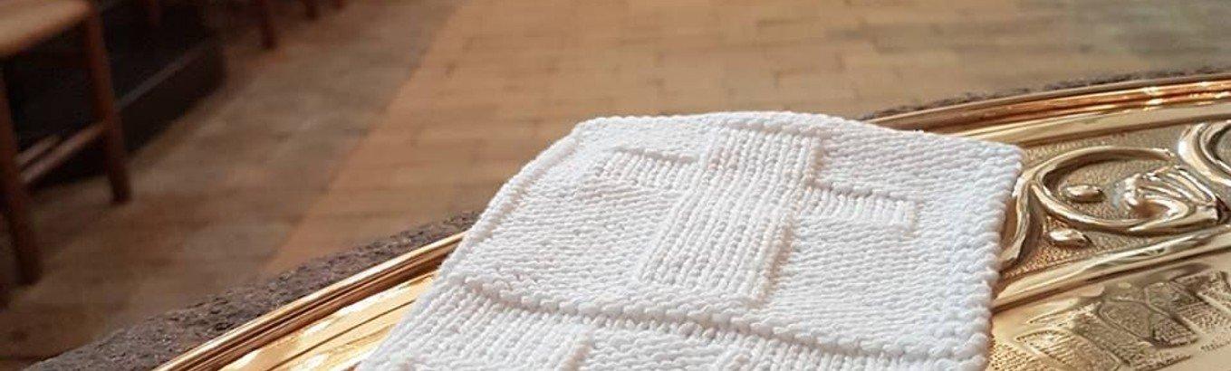 Vi strikker/hækler dåbsklude mm.