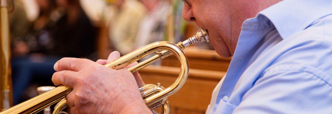 Jazzgudstjeneste i præstegårdshaven