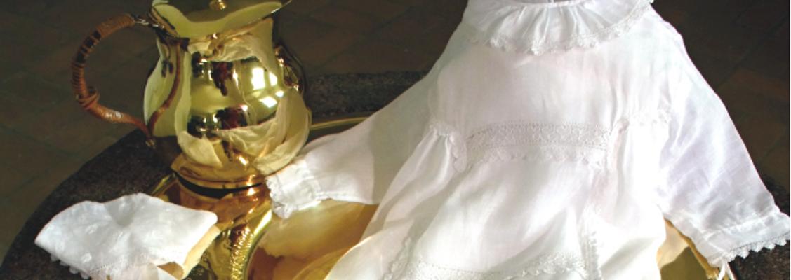 Gudstjeneste med børnepasning i Gauerslund Kirke m. udstilling af dåbskjoler