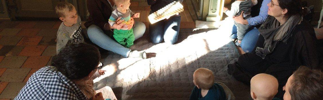 Babysalmesang i Vejby kirke