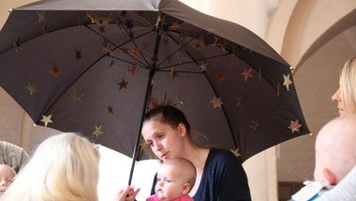 Babysalmesang i kirken