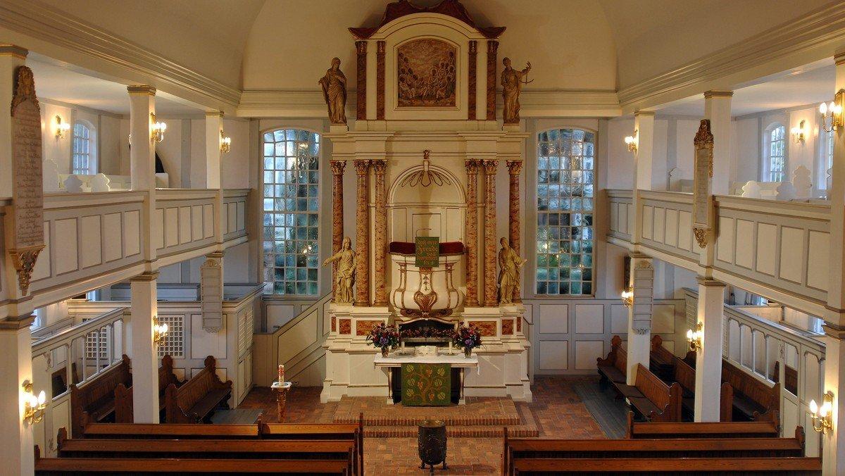 Gottesdienst mit Kirchencafé vor der Kirche