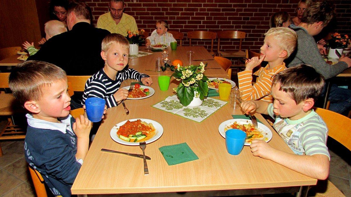 Gud og dermed pasta! - Familiegudstjeneste og aftensmad - Østervangkirken