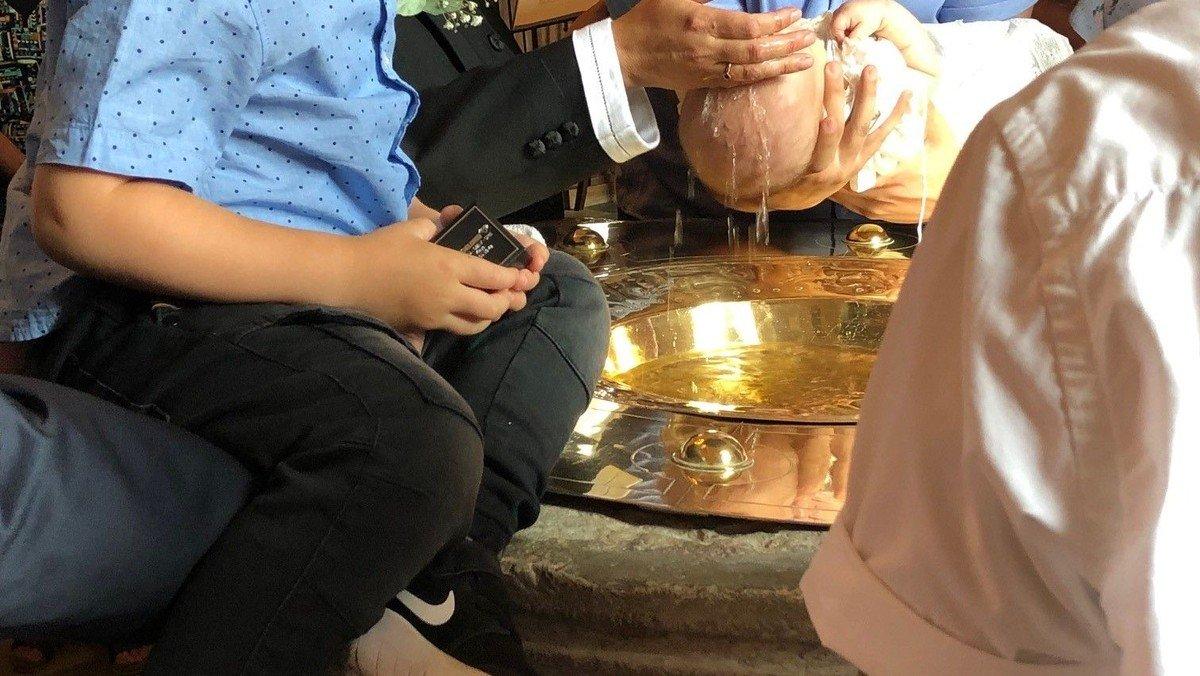 Gudstjeneste i Valløby med dåb
