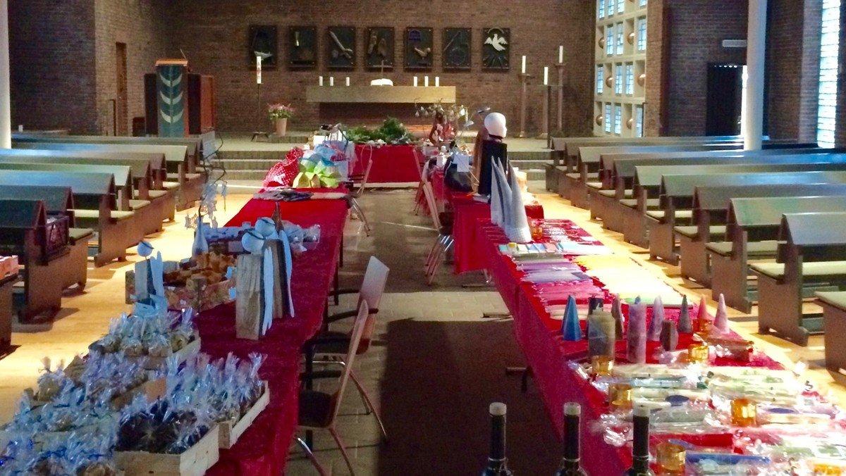Gottesdienst mit Pastorin Sandra Peters-Hilberling, im Anschluss Basar