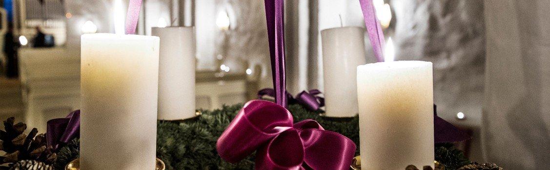 Julebegyndelser i Sdr. Asmindrup Kirke - m.  Brian W. Ahlquist, kultur- og fritidschef i Holbæk Kommune