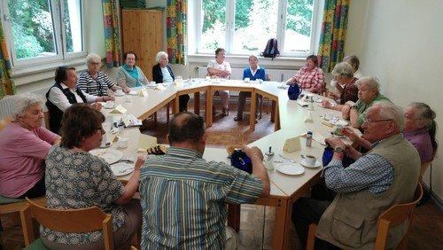 Seniorenkreis im Gemeindesaal im Pfarramt