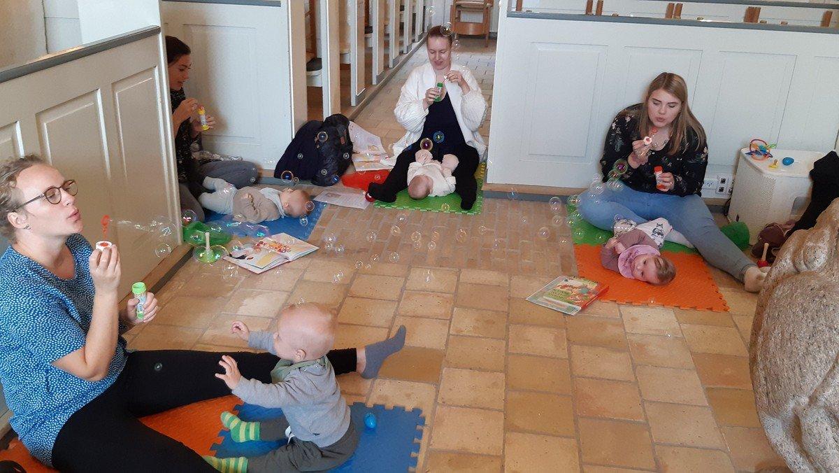 Babysalmesang i Nørre Snede kirke