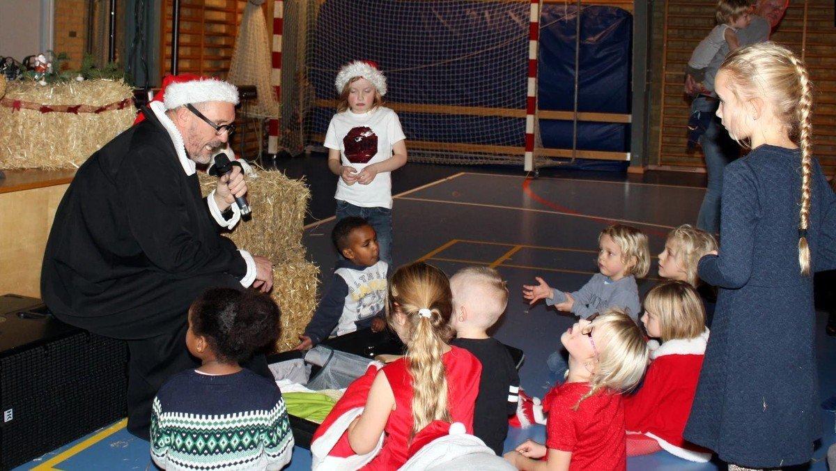 Juletræsfest i hallen