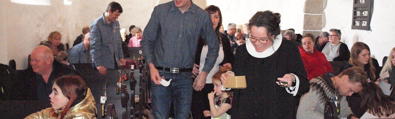 Fastelavnsgudstjeneste i børnehøjde i Klim Kirke