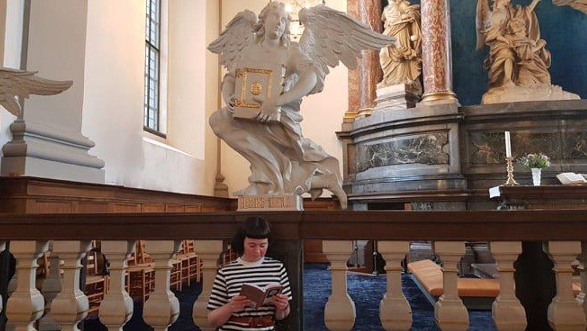 """Natkirke v/ Susanne Møller Olsen med """"silent reading"""""""